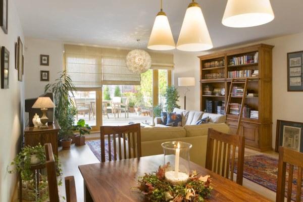 Rustikální nábytek v moderním interiéru